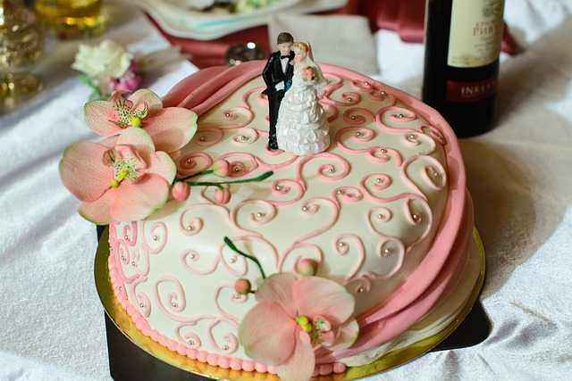wedding-cake-975344_640