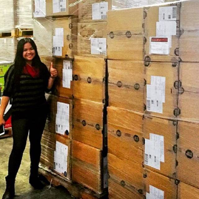 nicai-ishka-and-her-crates-of-deliveries-photo-by-ishka