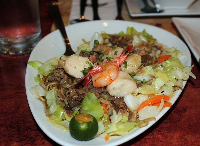 Pancit canton Filipino food